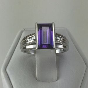 Jewelry - Stunning 10K white Gold, Square Amethyst ring
